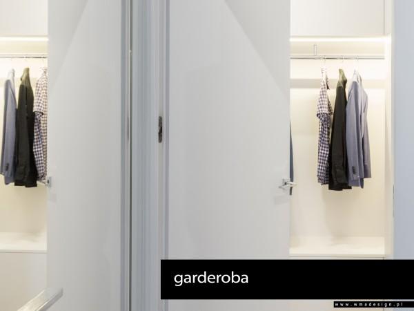 <span>garderoba</span><i>→</i>
